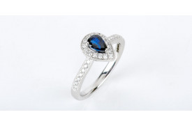 What does a sapphire engagement ring mean?