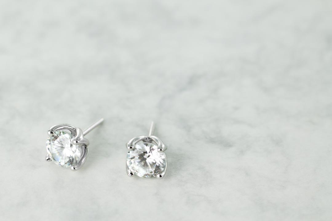 Round Stud Earrings - Valentine