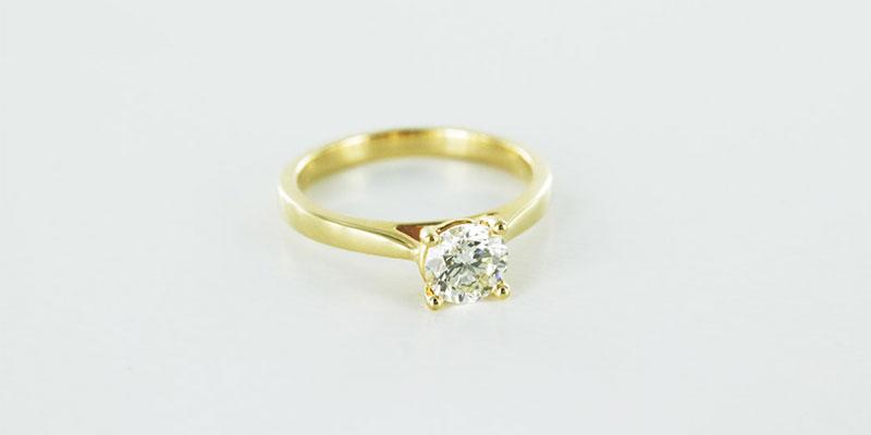 18k yellow gold engagement ring